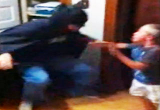 batman [Video] Dad Scares Son With Batman Costume Funny Picture