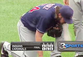 puke [Video] Cleveland Indians Pitcher Projectile Vomits Funny Picture