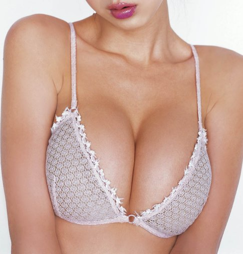 http://media.ebaumsworld.com/picture/JoseMota/cleavage-sexy.jpg